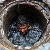 गटर में दम तोड़ता भारत