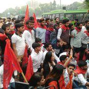 #Live: JNU में फीस बढ़ोतरी के खिलाफ ABVP और DUSU का प्रदर्शन