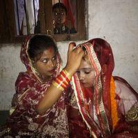 बनारस : दो मौसेरी बहनों ने आपस में रचाई शादी?