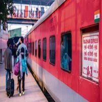 मुंबईः बिना टिकट यात्रा करने वालों से पश्चिम रेलवे ने वसूला 100 करोड़ से अधिक का जुर्माना