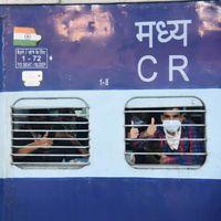 लॉकडाउन में जिंदगी : 40 श्रमिक स्पेशल ट्रेनें अपना रास्ता भटक चुकी हैं