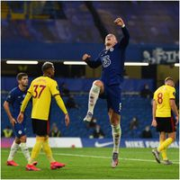 Chelsea beat Watford to stay in race for Champions League spot
