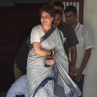 क्या प्रियंका गांधी में उत्तर प्रदेश के भावी मुख्यमंत्री का चेहरा देख रही है कांग्रेस