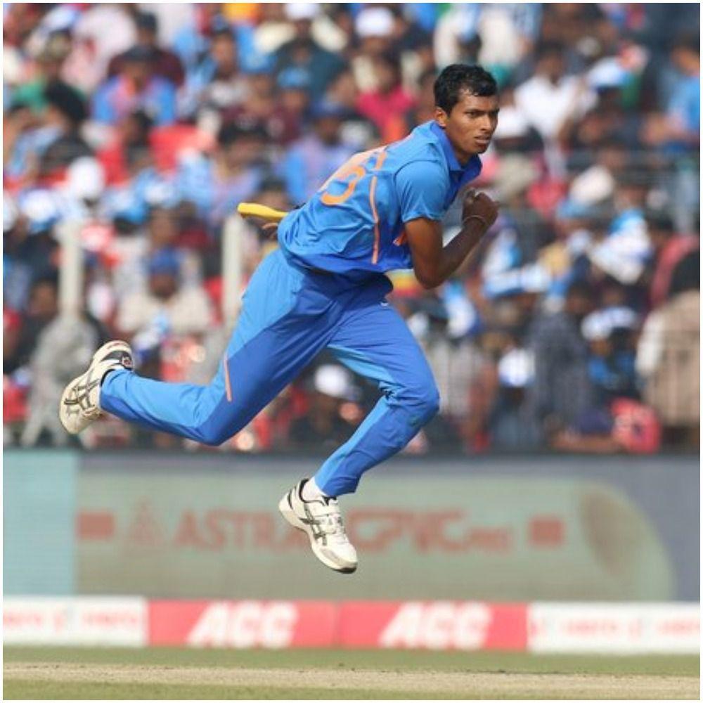नवदीप ने गेंदबाज़ी के साथ साथ बल्लेबाज़ी से भी प्रभावित किया है.