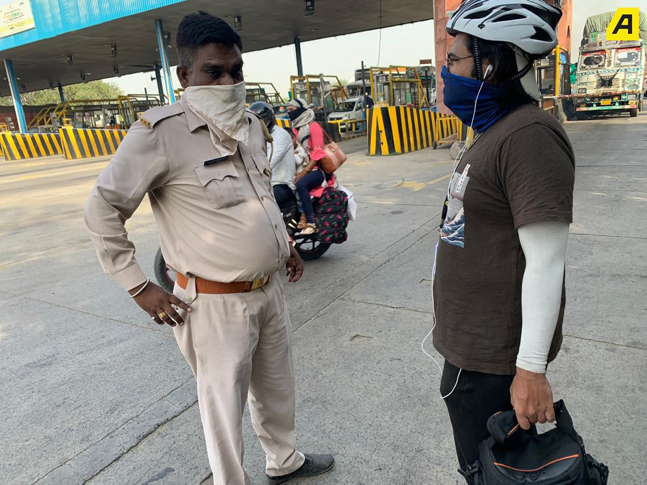 Dibyayudh Das talking to the police officer.