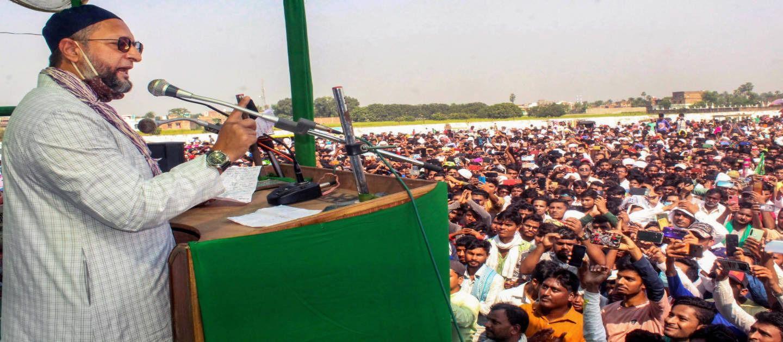 बिहार में एक चुनावी जनसभा को संबोधित करते एआईएमआईएम के असदउद्दीन ओवैसी.