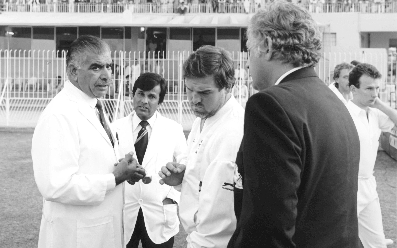 (Mike Gatting & Shakoor Rana Row in 1987, Photo Credit: The Telegraph)