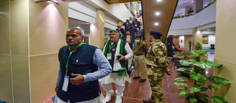 नई दिल्ली में सरकार के साथ हुई 8वें दौर की बातचीत के बाद वापस आते किसान नेता.