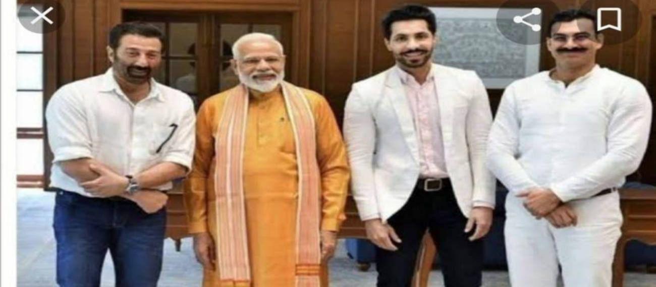 प्रधानमंत्री नरेंद्र मोदी और बीजेपी सांसद सनी देओल के साथ दीप सिद्धू. (बाएं से तीसरे)