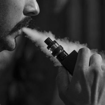 सेहत के लिए हानिकारक बताकर सरकार ने ई-सिगरेट पर लगाया बैन
