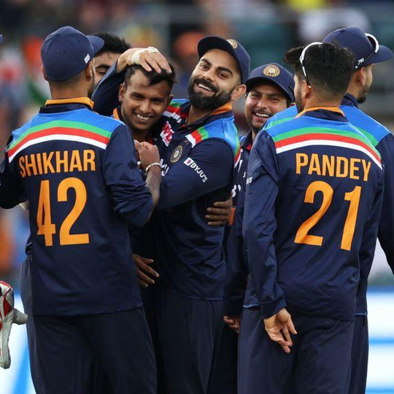IND vs AUS : विराट ब्रिगेड ने बचाई अपनी इज्जत, तीसरे वनडे में ऑस्ट्रेलिया को 13 रनों से दी मात